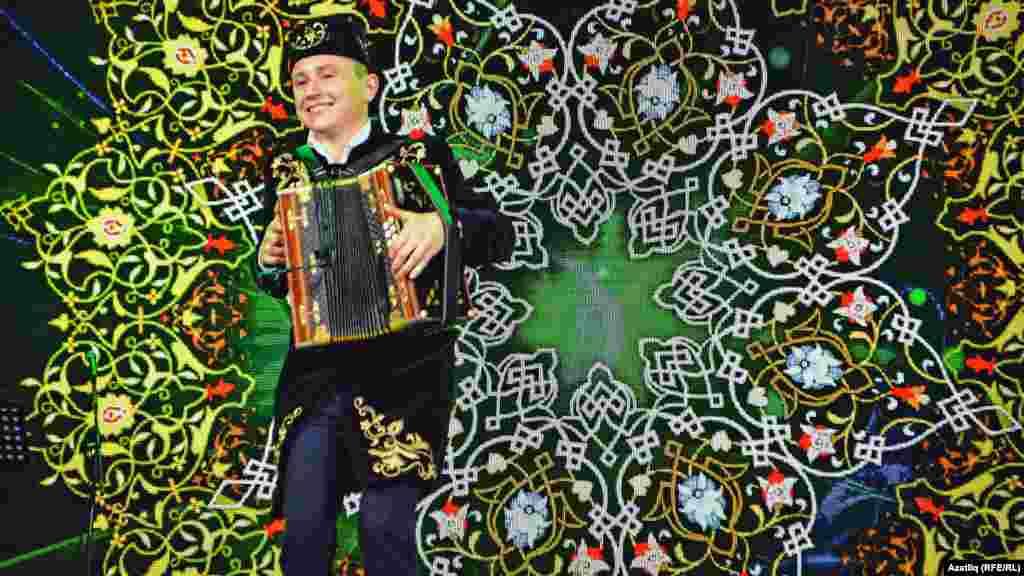 Танылган яшь баянчы Булат Шәрипов татар концертларының өлгесенә әйләнде