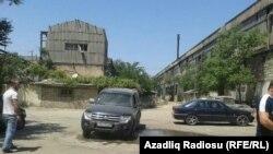 AzadliqRadiosunun jurnalistinə hücum edən adamların avtomobili