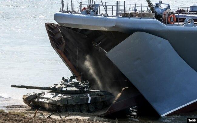Российские военные учения на Опуке