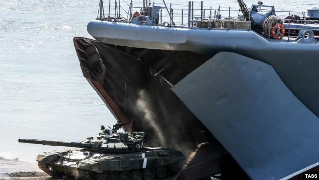 Эпизод стратегических командно-штабных учений российских войск на полигоне «Опук». Крым, сентябрь 2016 года