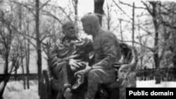 """ე. ბელოსტოცკი, გ. პივოვაროვი, ე. ფრიდმანი """"სტალინი და ლენინი გორკიში"""", 1937"""