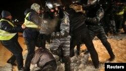 Столкновения демонстрантов с милицией в Киеве