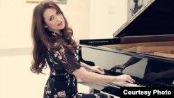 Ема Потевска Попивода, пијанистка