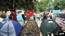 Палаточный лагерь в парке Гези