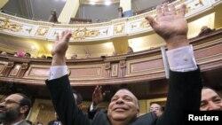 محمود ال سقا، مسن ترين نماينده مجلس رياست موقت نخستین جلسه پارلمان جدید مصر را بر عهده گرفت.