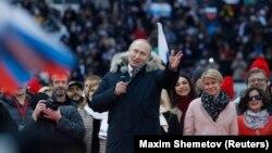 Президент Росії Володимир Путін виступає на стадіоні у Москві, 3 березня 2018 року