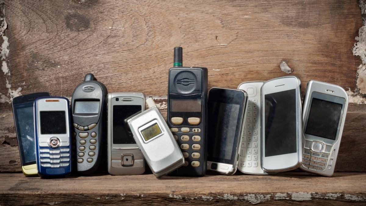 «Украинские нулевые». Подкаст о артефакты двухтысячных: мобильные телефоны