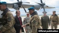 Armenia - U.S. Ambassador Richard Mills shakes hands of Armenian soldiers boarding a U.S. military transport plane, Yerevan, 3Apr2015 (Photo courtesy of the U.S. Embassy in Yerevan)