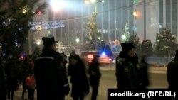 Сотрудники милиции на улицах Ташкента накануне Нового года, архивное фото.