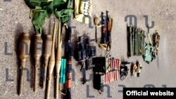 Министерство обороны Нагорного Карабаха опубликовало фотографию оружия и снаряжения, оставленного военными Азербайджана в Мартакерте, 2 августа