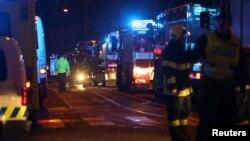Zjarrfikësit tek hoteli ku ka nisur zjarri në Pragë