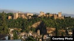 Альгамбра - главный туристический аттракцион в Гранаде - стала частью программы финансирования Евросоюза