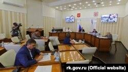 Олена Романовська в першому ряду на засіданні кримського уряду 8 вересня 202 року. Фото з сайту російського глави Криму