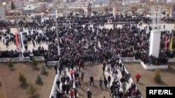 Митинги протеста охватывают все больше городов Киргизии