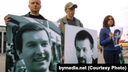 Protesters hold pictures of Belarusian opposition politician Viktar Hanchar (left) and businessman Anatol Krasouski. Both men have been missing since 1999. (file photo)