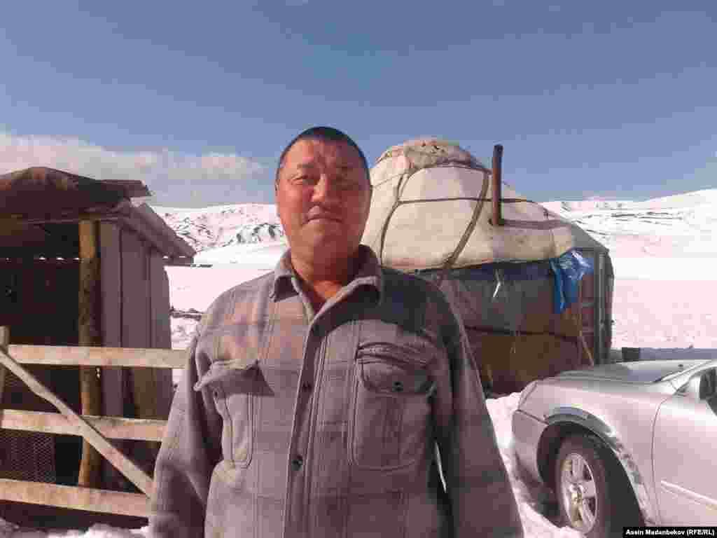 Турук жайлоосундагыдай абалга Ак-Суу районуна караштуу Чымынды-Сай жайлоосун жайлаган чабандар да туш болушту. Малчы (койчу) Казыбек Кыдырбаев.