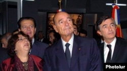 Armenia -- French President Jacques Chirac visits the Armenian Genocide Memorial in Yerevan, September 30, 2006.