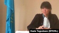Судья Медеуского районного суда Асель Абишева, в отводе которой представителям журнала ADAM bol отказали. Алматы, 5 декабря 2014 года.