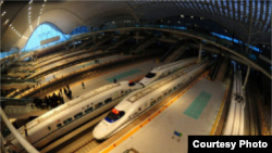 Prema navodima kineskih medija, tamošnja vlada potrošila je na novi voz 12 milijardi eura, a gradnja je trajala 4,5 godine.