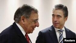 Генералниот секретар на НАТО Андрес Фог Расмусен и американскиот секретар за одбрана Леон Панета