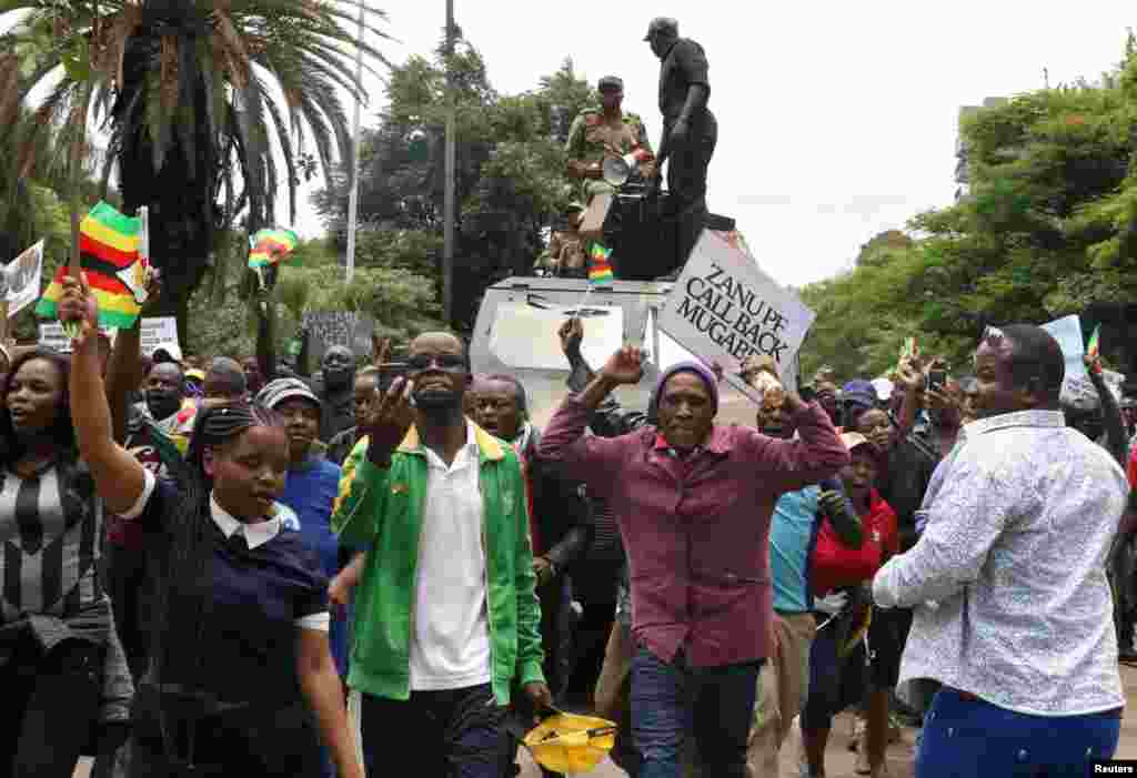 Zimbabwe - Protesters calling for Zimbabwean President Robert Mugabe to step down, 18Nov2017