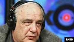 Буковский планирует представить свой предвыборный манифест «Россия на чекистском крюке» и свою автобиографическую книгу «И возвращается ветер»