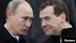Премиерот Путин и Претседателот Медведев