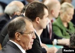 Брюссель. Учасники зустрічі НАТО-Росія (зліва Лавров, справа Клінтон). 8 грудня 2011 року