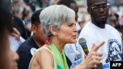 جیل استاین نامزد حزب سبز در حال سخنرانی برای هواداران خود