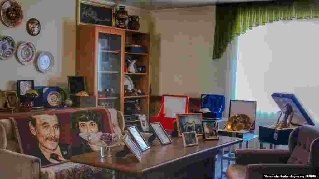 Cemilevniñ ev müzeyi - bu onıñ Bağçasaray eviniñ yuqarı qatında bir odadır
