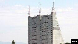 ايستگاه رادار قبله در جمهوری آذربايجان، که در سال ۱۹۸۵ ميلادی و در زمان اتحاد شوروی سابق ايجاد شده بود، از جمله ايستگاه های بزرگ درجهان به شمار می رود.