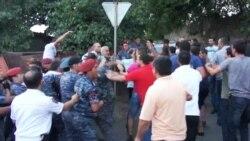 Սարիթաղցիների գործով տուժող ոստիկանը մեկ ժամից ավելի հարցաքննվեց