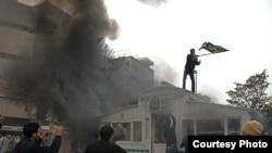 منابع خبری غیررسمی در بحبوحه روز عاشورا از تصرف پاسگاه میدان ولیعصر به عنوان «فتح میدان ولیعصر» یاد کردند.