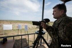 Президент України Петро Порошенко під час візиту до Харківщини. 23 серпня 2016 року