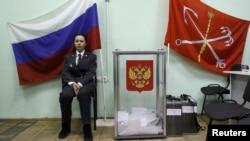 Санкт-Петербургдагы шайлоо бекеттеринин бири. 4-март, 2012-жыл.