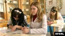 Теміртаудағы медицина колледжінің шәкірттері. Көрнекі сурет.