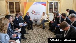 Pamje nga takimi mes kryeministrit të Kosovës, Ramush Haradinaj dhe kancelares gjermane, Angela Merkel.