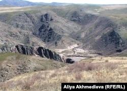 «Қызылағаш» су қоймасы тұрған орын. Алматы облысы, 23 сәуір 2011 жыл.