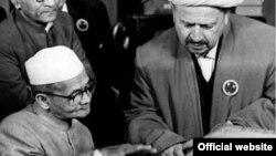 Зиёвуддин ибн Эшон Бобохон Ҳиндистоннинг марҳум Бош вазири Лаъл Баҳодир Шастри билан.