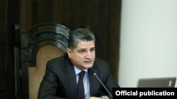 Тигран Саркисян на последнем заседании правительства Армении по его председательством 3 апреля 2014 года