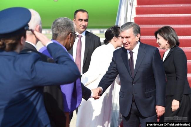 Президент Узбекистана Шавкат Мирзияев прибыл в Вашингтон.