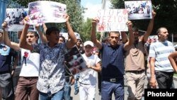 Armenia - Armenian Yezidis demonstrate in Yerevan to demand Armenian government action against the massacre of Yezidis in Iraq, 14Aug2014.
