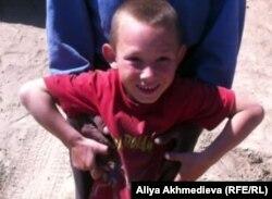 7-летний Роман Панкратов. Карасайский район, Алматинская область. Май 2012 года.