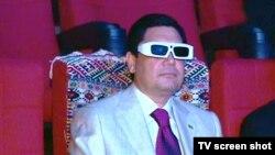Түркіменстан президенті кинотеатрда отыр. Ашғабат, 29 маусым 2011 жыл