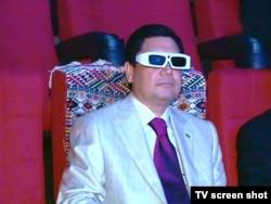 Berdimuhamedow 3D ölçegli kinoteatryň açylyş dabarasynda, 29-njy iýun, 2011-nji ýyl.