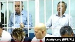 Омурбек Текебаев и Дуйшенкул Чотонов в суде. 5 июня 2017 года.