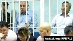 Текебаев и Чотонов в Первомайском районном суде Бишкека.