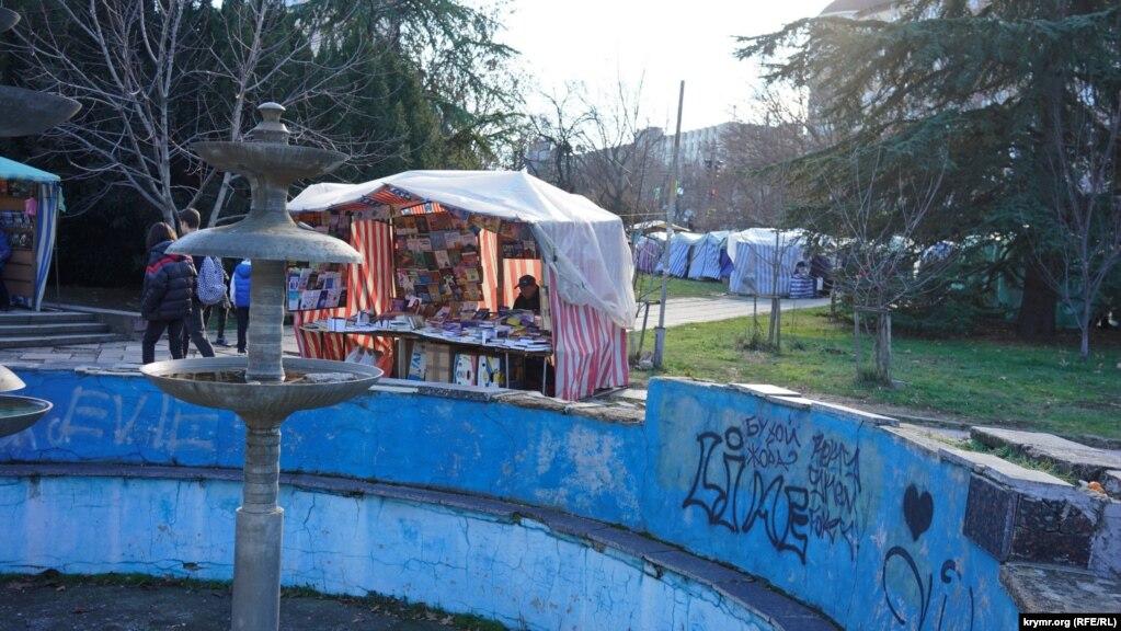 Под видом ремонта этого фонтана перед ДК профсоюзов рынок в 2015 году хотели перенести на другой конец города