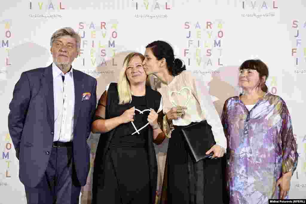 """Najboljom glumicom proglašena je Irena Ivanova za film """"Bezbožnica"""" (prva s lijeva), dok je režiserka za isto ostvarenje Ralitza Petrova (druga s lijeva) primila Specijalnu nagradu žirija."""