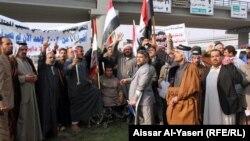 مشاركون في تظاهرة ضحايا الارهاب في النجف